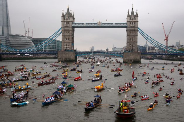 HM_the_Queen's_Diamond_Jubilee_River_Pageant_in_London_MOD_45154237